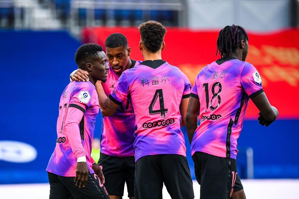 Le PSG a inauguré son nouveau maillot rose face à Nice (2-1) ce samedi 13 février. Photo Baptiste Fernandez/Icon Sport