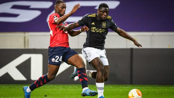 Boubakary Soumaré (LOSC) n'a rien pu faire face à la puissance du jeune monstre Brian Brobbey (Ajax), jeudi 18 février en 16e de finale aller de Ligue Europa. Photo Icon Sport