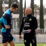 Jorge Sampaoli, ici avec Florian Thauvin, a dirigé son premier entraînement avec l'OM. Photo Olympique de Marseille