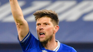Certains joueurs de Schalke 04, ici Klaas-Jan Huntelaar, ont été agressés après la relégation de l'historique club allemand. Icon Sport