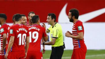 L'arbitre de Séville-Grenade a sifflé la fin du match à la 93e minute alors qu'il avait annoncé 4 minutes de temps additionnel. Icon Sport