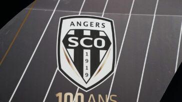 Angers et le Paris FC sanctionnés par la FIFA (iconsport)
