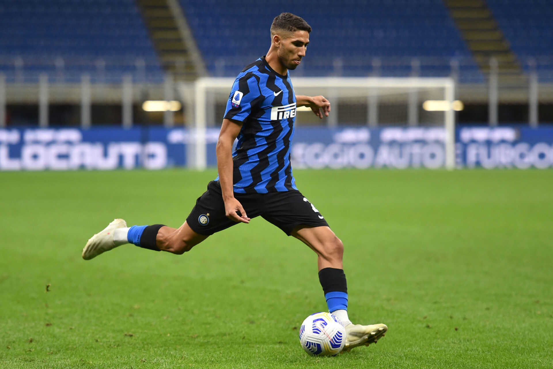 Le PSG et l'Inter Milan négocient actuellement pour le transfert de Achraf Hakimi (iconsport)