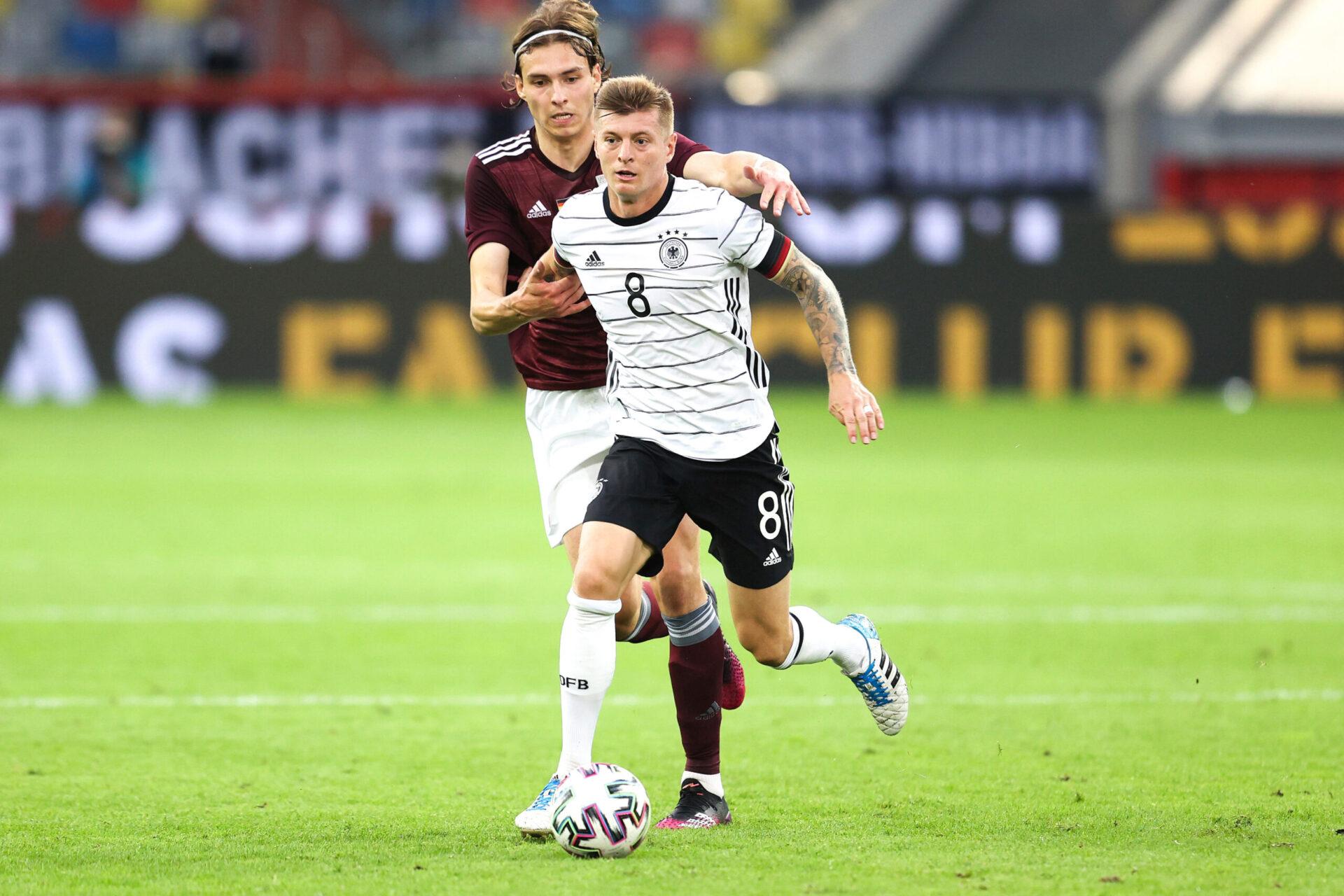 """Kroos est confiant avant d'affronter la France. S'il reconnaît les grandes qualités des Bleus, il estime que l'Allemagne """"n'à pas à se cacher"""" (iconsport)"""