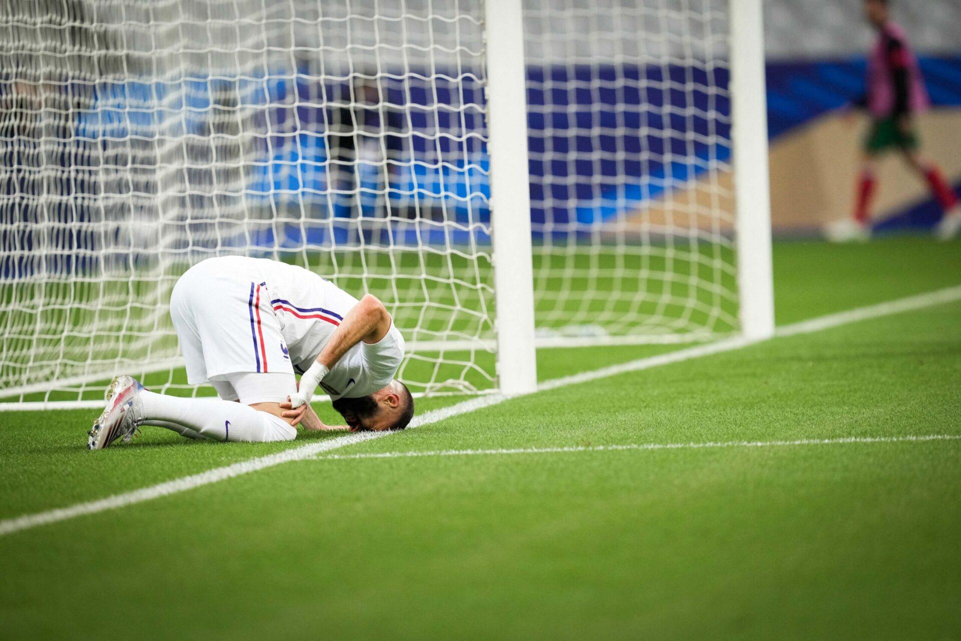 C'est à la suite d'un contact avec un défenseur que Karim Benzema a du laisse sa place à Olivier Giroud ce mardi (iconsport)
