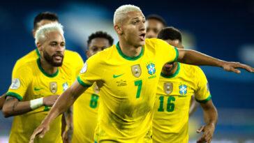 Les Brésiliens Richarlison et Neymar se sont amusés face au Pérou - Icon Sport