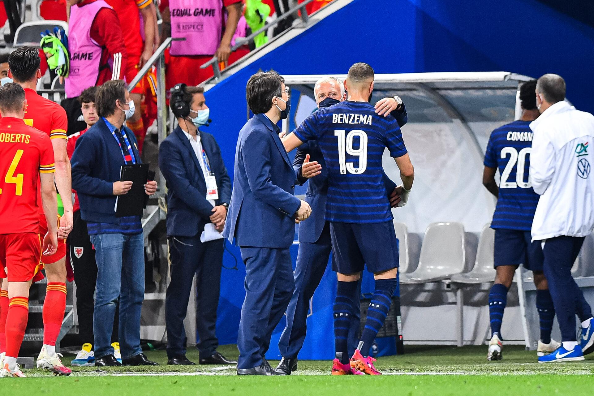 Didier Deschamps a encouragé Karim Benzema après sa sortie sur blessure (iconsport)