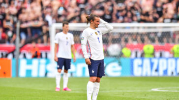 Hugo Lloris en discussion avec Didier Deschamps le sélectionneur de l'Equipe de France (iconsport)