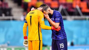 Benzema dans les bras de Lloris à la fin du match face à la Suisse (iconsport)