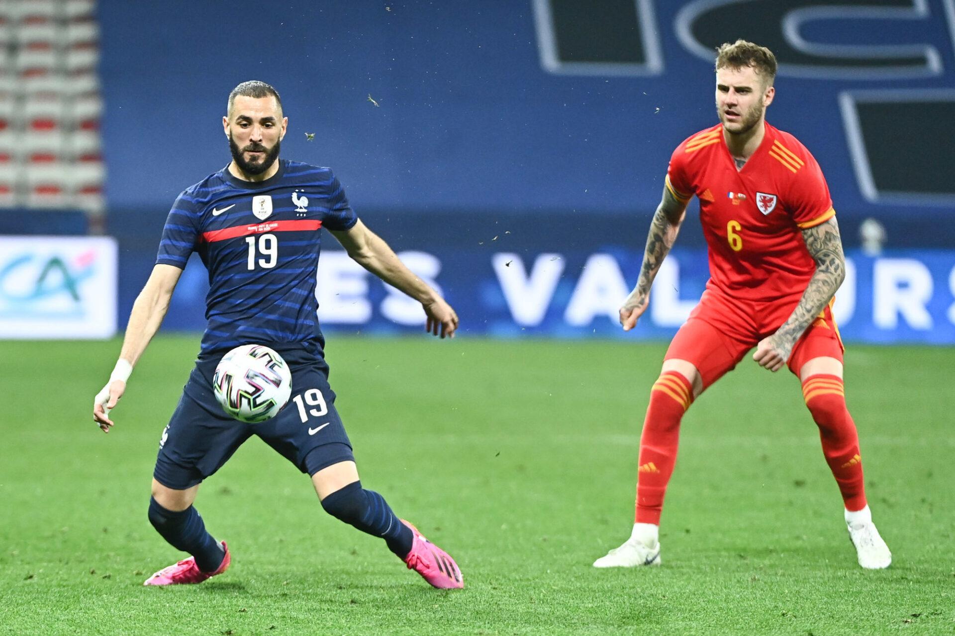 Karim Benzema n'a pas non plus hésité à rester au contact de ses défenseurs centraux pour libérer de l'espace à Antoine Griezmann et Kylian Mbappé. Icon Sport