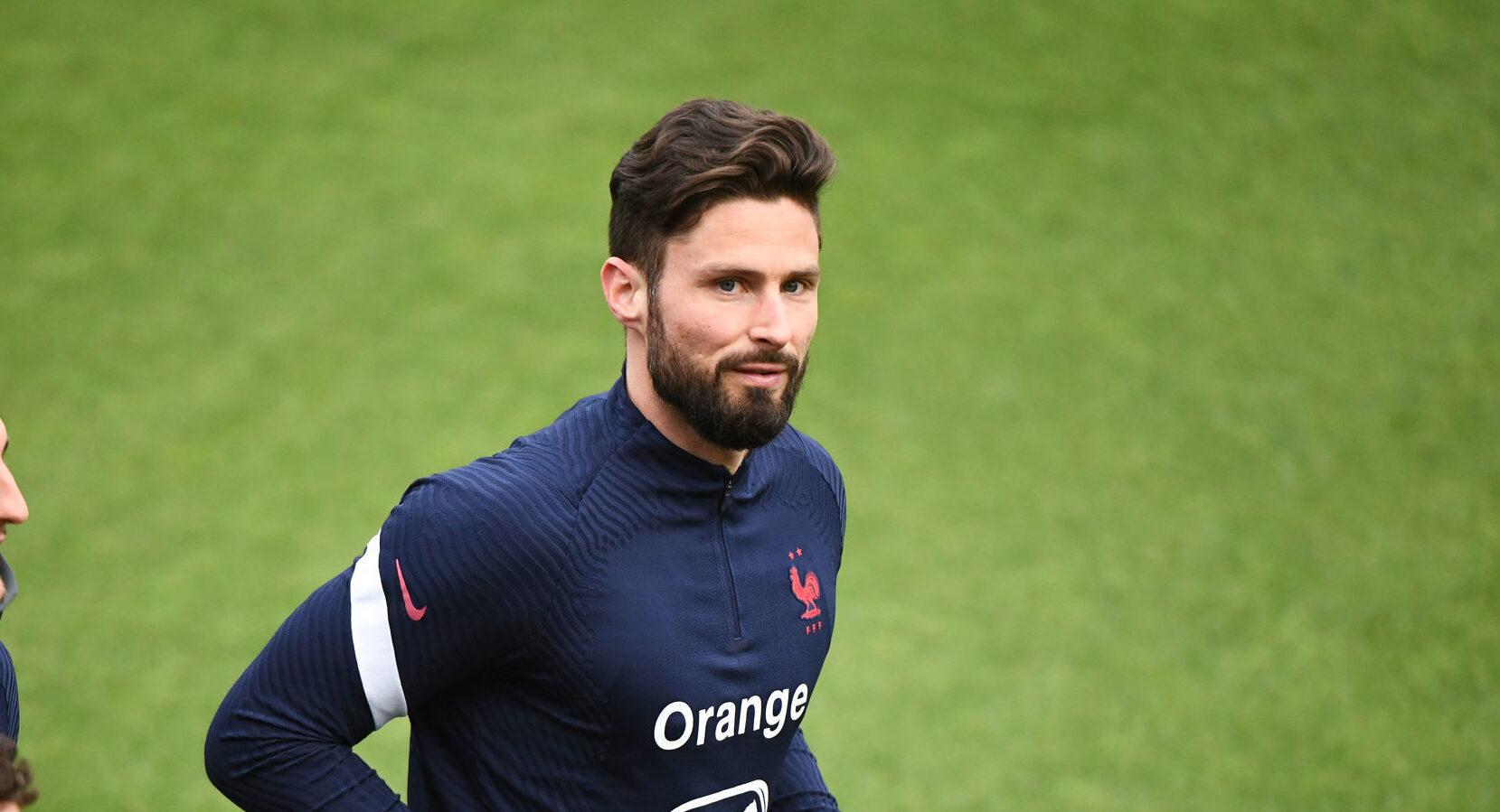Olivier Giroud a vu son statut rétrogradé en équipe de France depuis le retour de Karim Benzema, mais il a assuré que son ego n'entrait pas en compte et qu'il donnerait tout pour le collectif. Icon Sport
