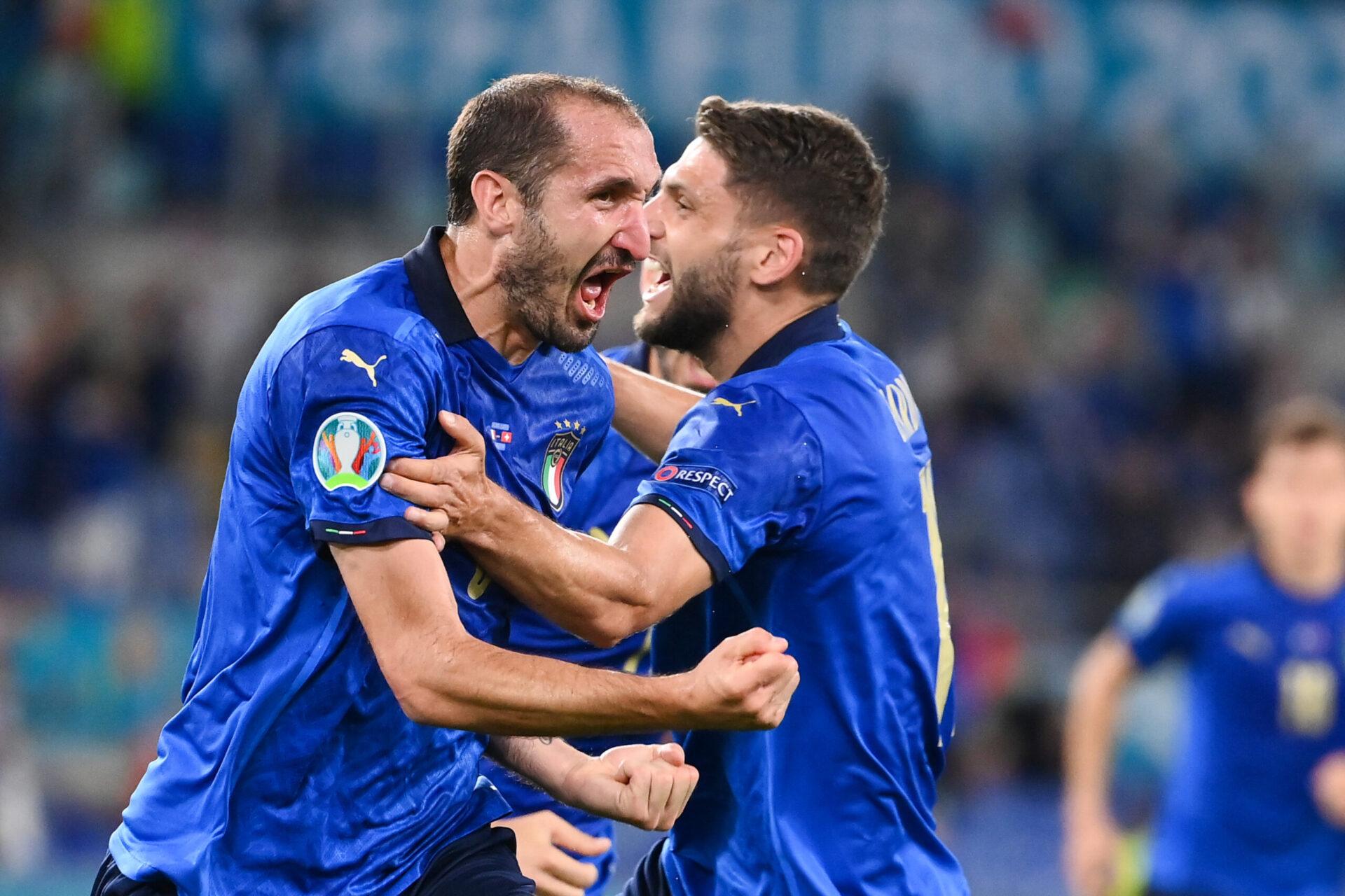 À la retombée d'un corner d'Insigne, Chiellini pensait donner l'avantage à l'Italie, avant que le VAR n'invalide le but après un contact entre le ballon et la main du capitaine (iconsport)
