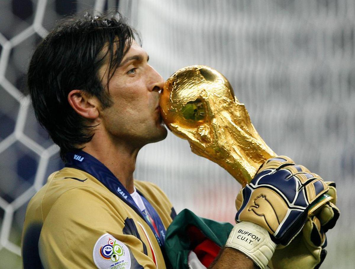 Buffon a déjà gagné la Coupe du monde et son expérience, surtout de ce genre de tournois, pourrait servir à l'Italie (Keystone)