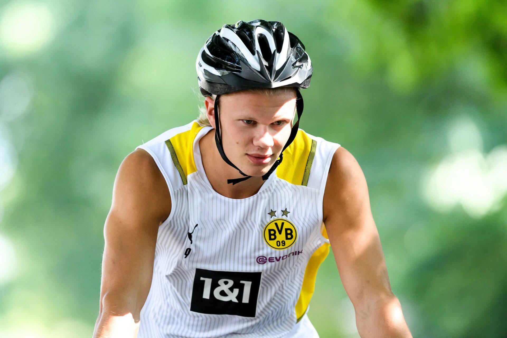 Erling Haaland effectue la préparation d'avant-saison avec le Borussia Dortmund, sans se soucier de ce qui se passe au-dessus de sa tête... Icon Sport