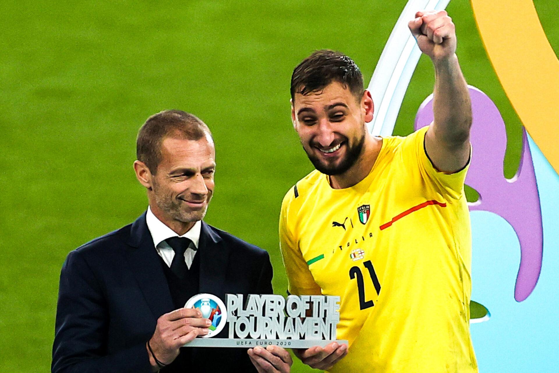 Attentif à la situation de Gianluigi Donnarumma, le PSG a finalement doublé la Juventus dans ce dossier. Désigné meilleur joueur de l'Euro, l'Italien arrivera au mois d'août à Paris avec un nouveau statut (iconsport)