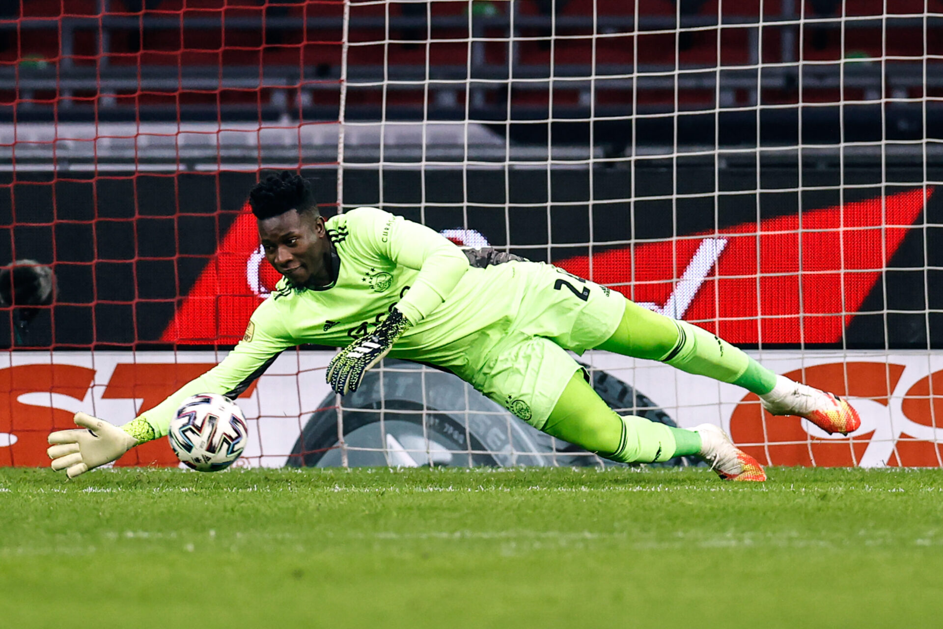 André Onana a été suspendu neuf mois par la Fifa, il ne pourra rejouer qu'à partir de novembre 2021 (iconsport)
