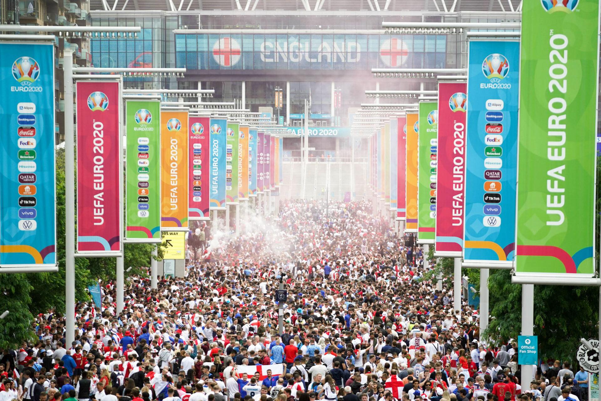 Les supporters anglais étaient très nombreux dans les rues de Londres avant Italie - Angleterre (iconsport)