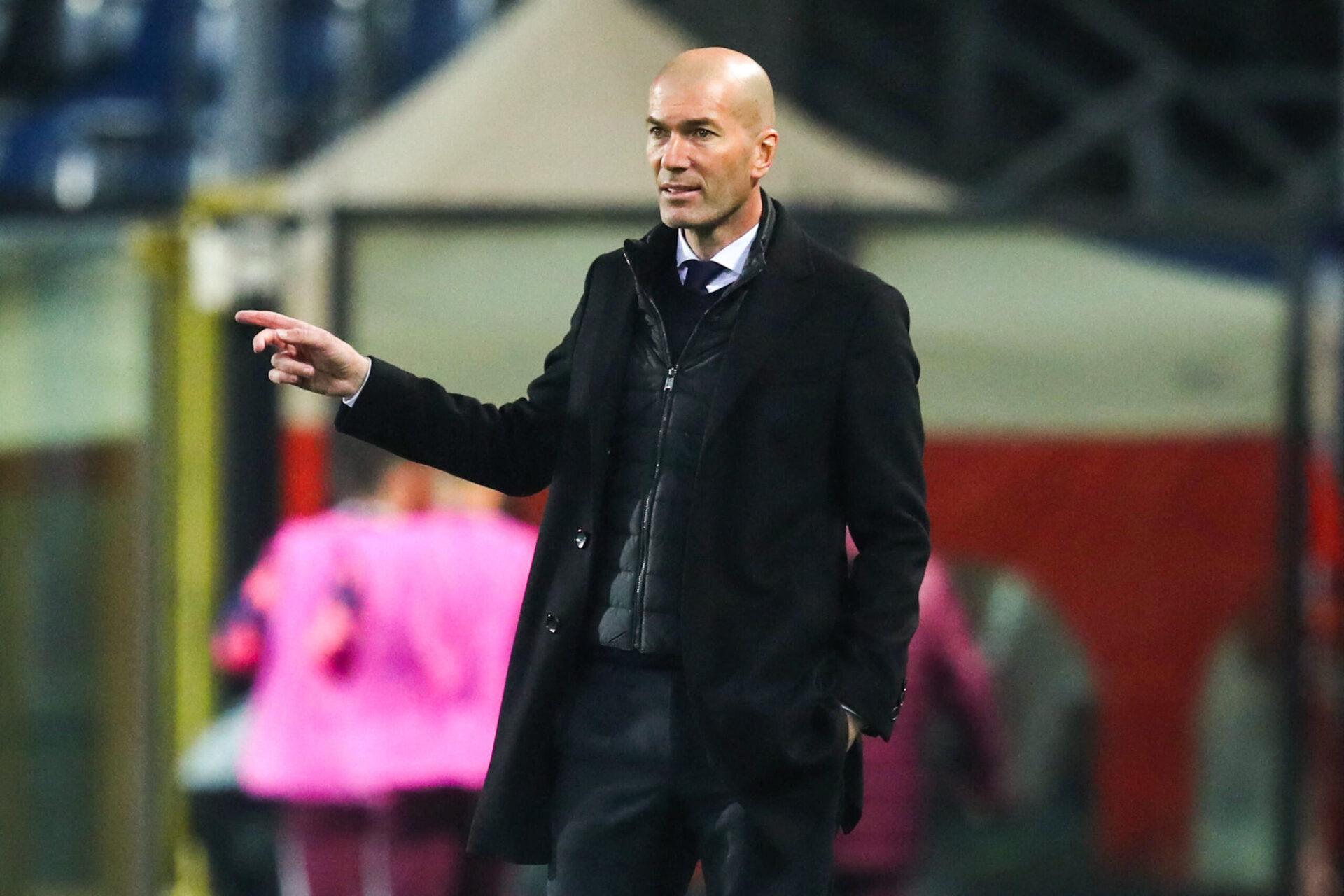 Fatigué après une saison difficile avec le Real Madrid, Zinédine Zidane profite de ses vacances en famille. L'ancien meneur des Bleus a même refusé plusieurs gros contrats d'Angleterre, du Golfe et d'Asie (iconsport)