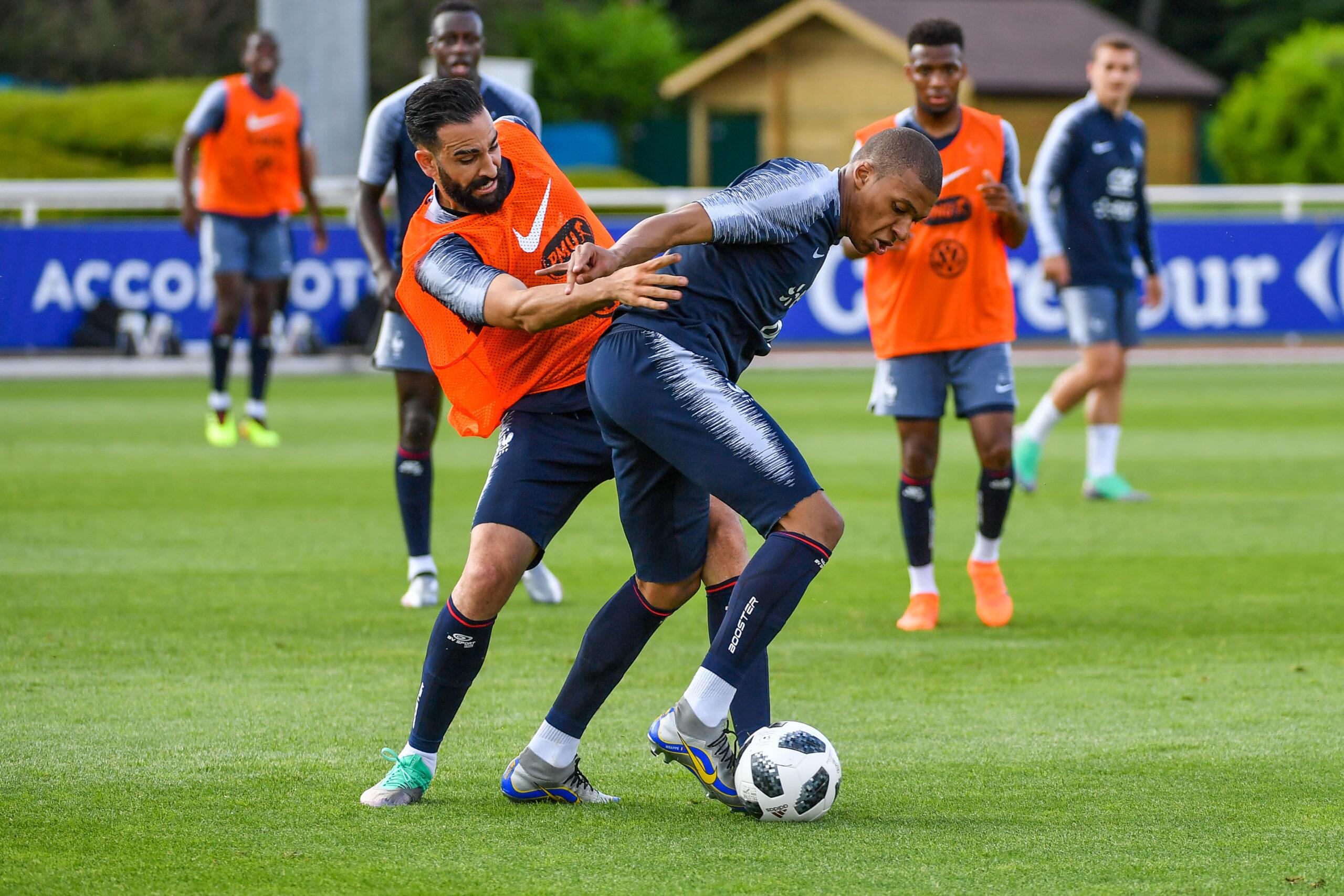 Adil Rami a pris la défense de Kylian Mbappé (iconsport)