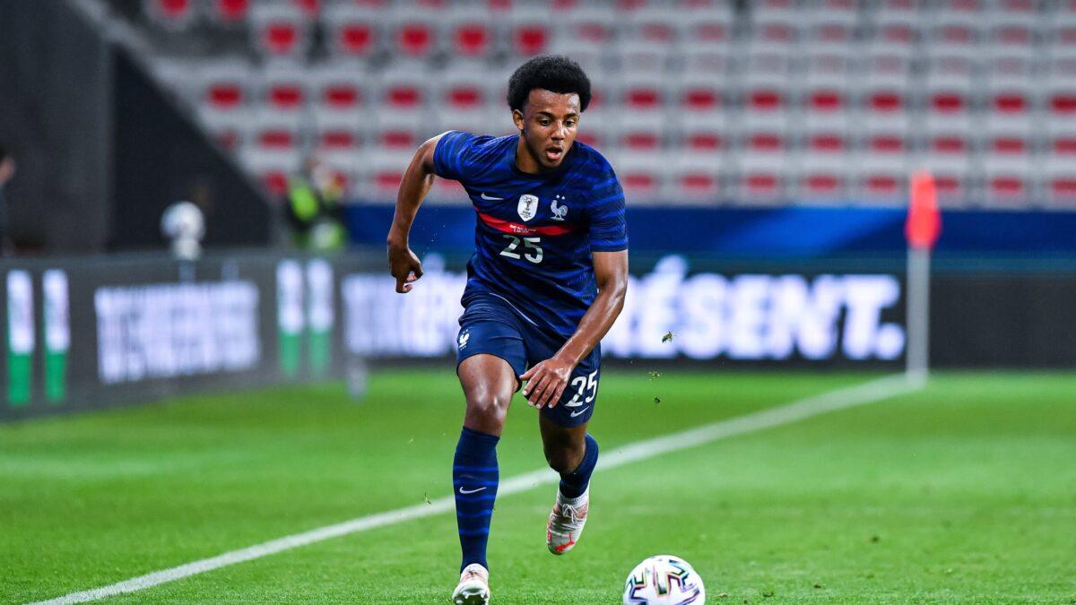 Chelsea passe à l'attaque pour attirer Jules Koundé au milieu de la concurrence (iconsport)