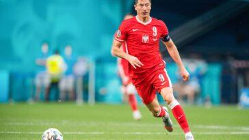 Robert Lewandowski se battant pour les couleurs de son pays (Icon Sport)