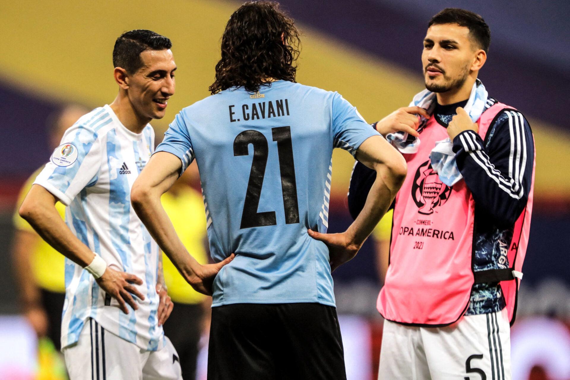 """Le rugueux Leandro Paredes (à droite) se prépare à """"dorloter"""" Neymar avant la finale de la Copa América. Icon Sport"""