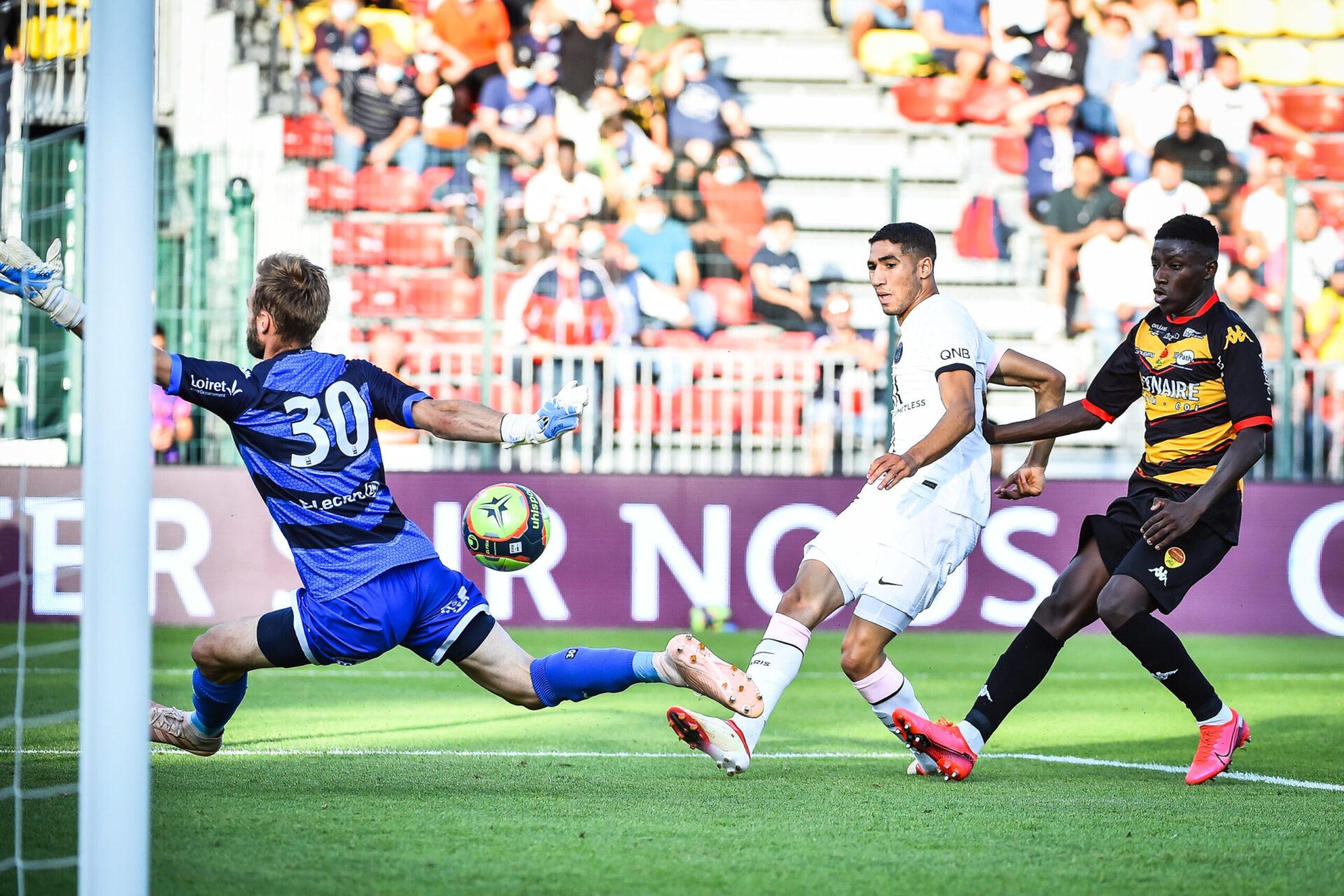 Hakimi jouant avec ses nouveaux coéquipiers parisiens (Icon Sport)