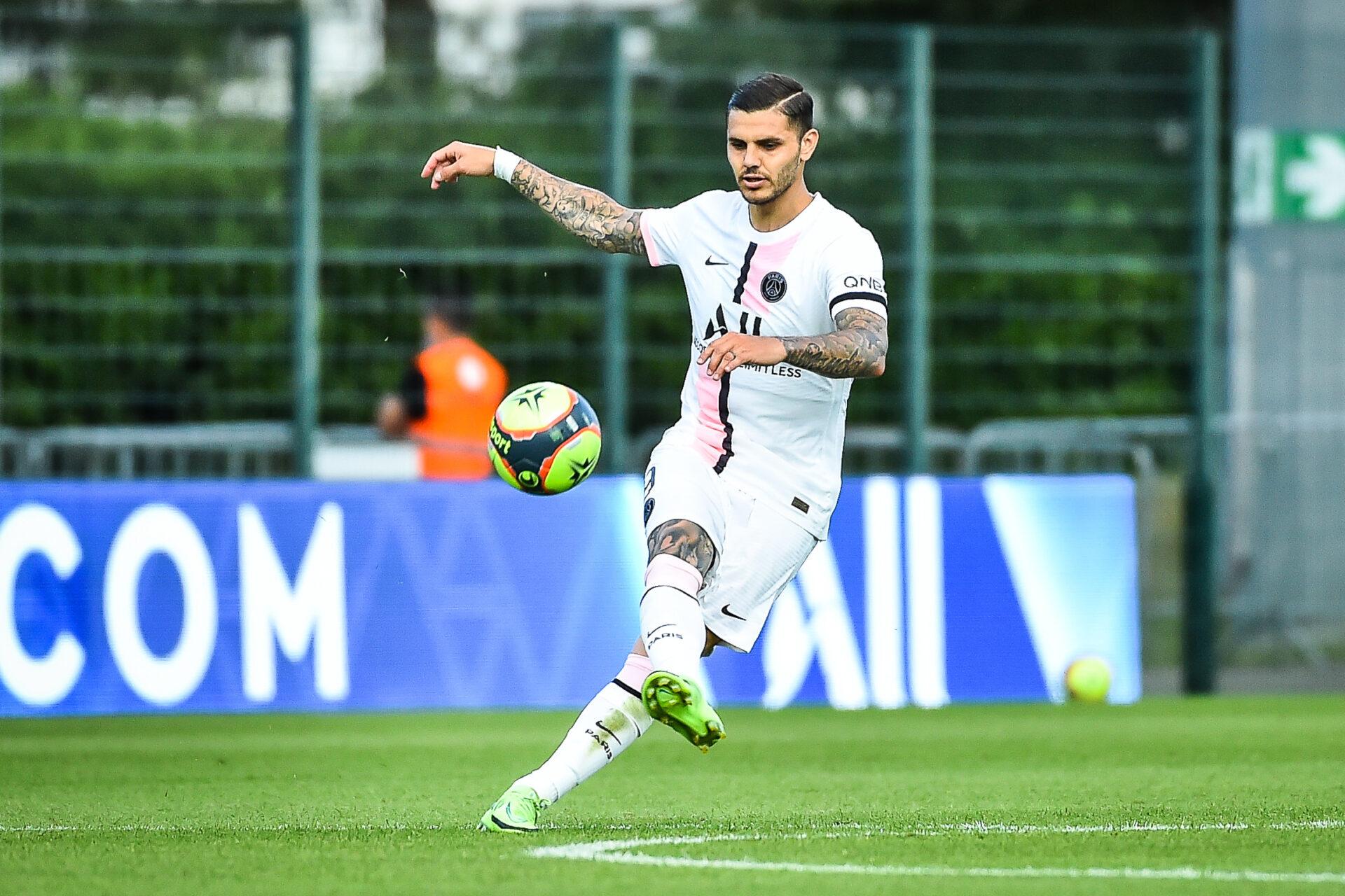 Parmi les candidats à un départ cet été, Mauro Icardi ne devrait finalement pas quitter la capitale. Alors que le PSG n'a pas reçu d'offre satisfaisante, le buteur a annoncé qu'il restait en Ligue 1 (iconsport)