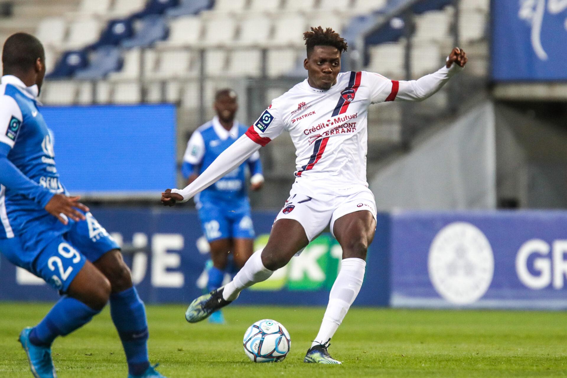 Mohamed Bayo pourrait découvrir la Ligue 1 avec Bordeaux. L'attaquant de Clermont a fait l'objet d'une offre de 6 millions d'euros (iconsport)