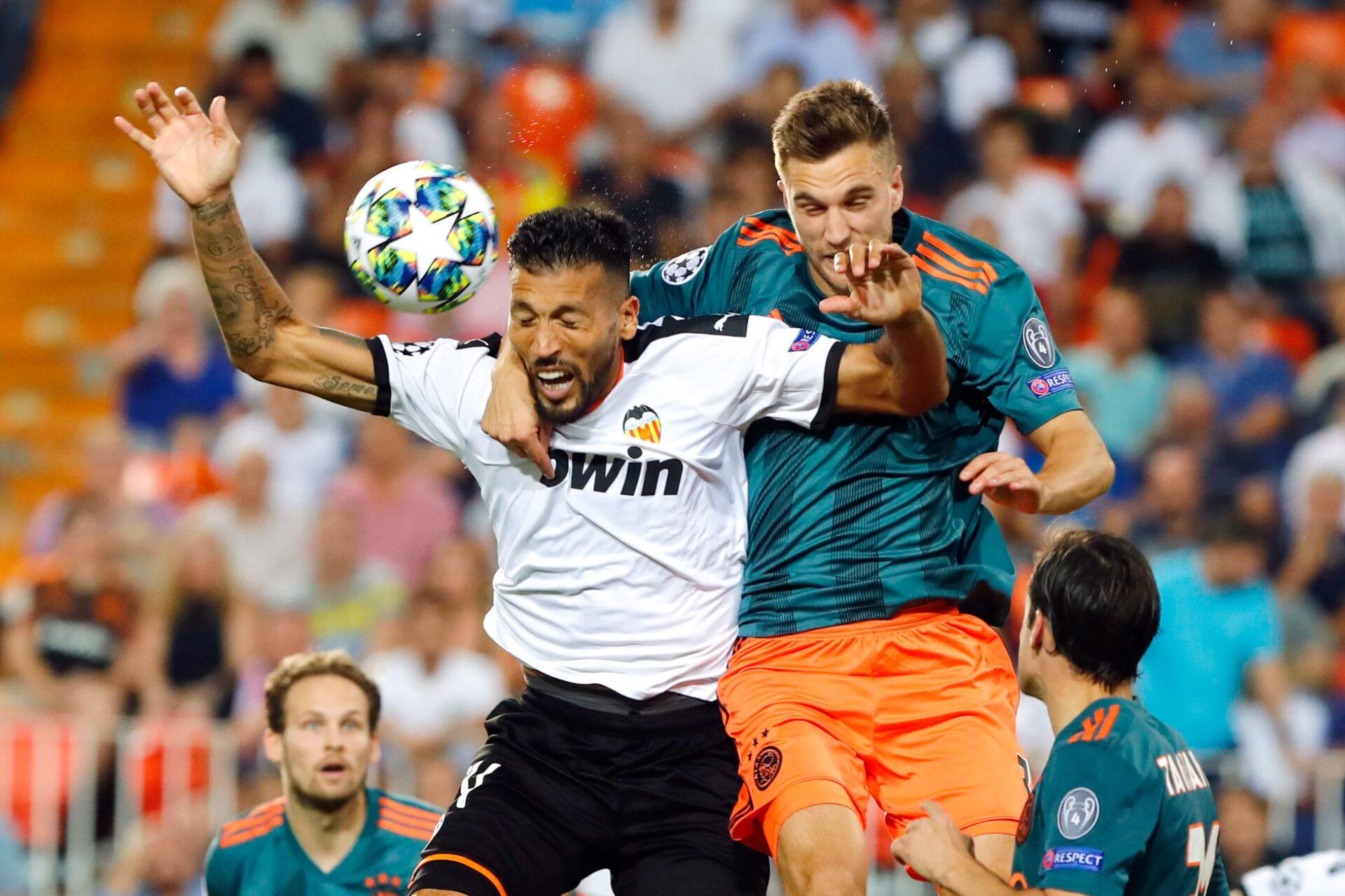 Ezequiel Garay évoluait à Valence depuis 2016, mais a rapidement dû jouer sous infiltration à cause de son arthrose au genou. Icon Sport