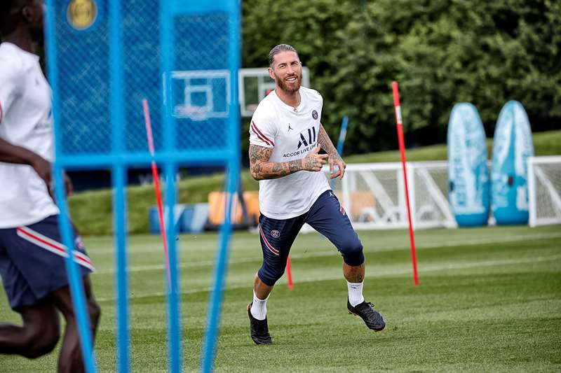 Sergio Ramos est pressenti pour disputer ses premières minutes avec Paris ce mercredi face à Augsbourg en amical (PSG)
