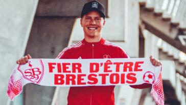 Contre un montant estimé à 1 million d'euros, le Stade Brestois s'est offert Jere Uronen. Le latéral gauche finlandais, présent à l'Euro, arrive du KRC Genk (Stade Brestois)