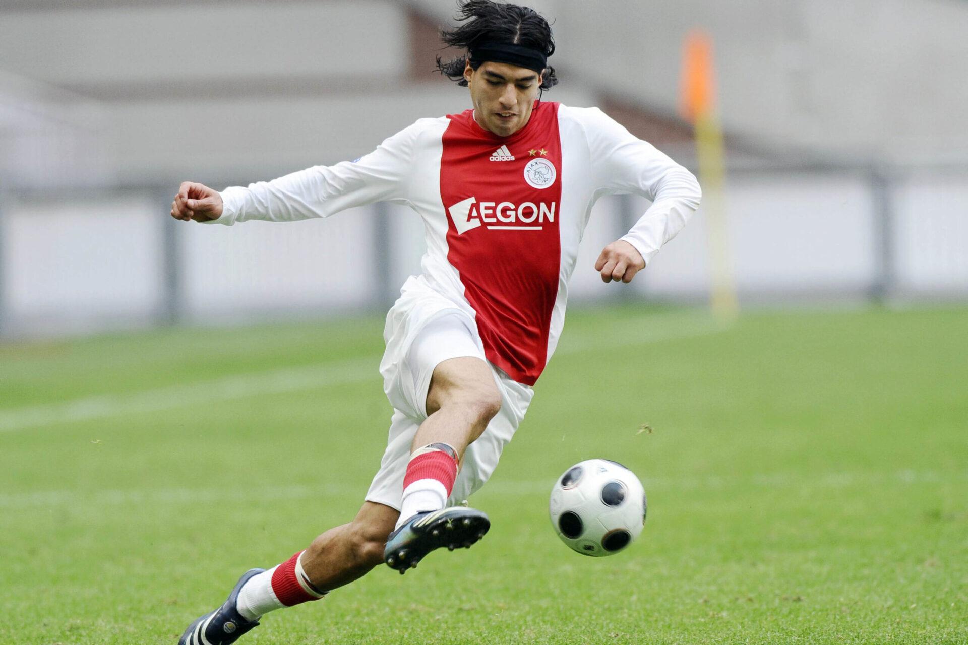 Luis Suárez se démène sur le terrain pour Ajax Amsterdam (Icon Sport)