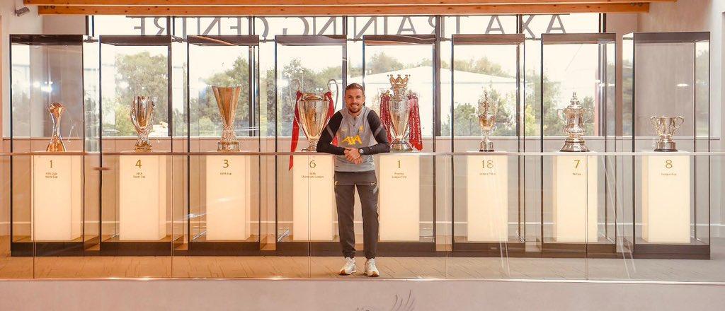 Dix ans après son arrivée, Henderson a signé un nouveau contrat de cinq ans avec Liverpool (Twitter Jordan Henderson)