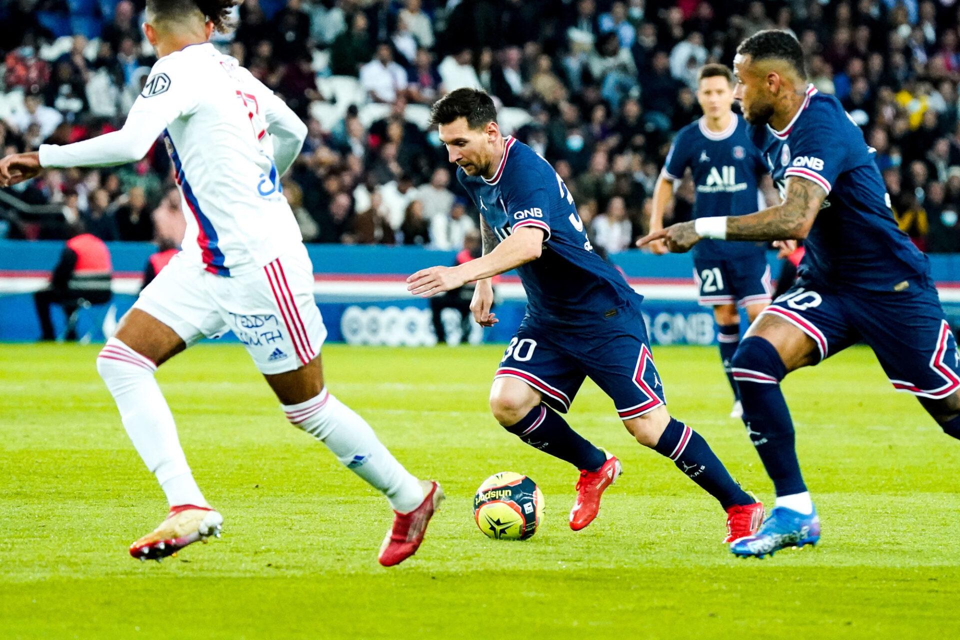 Lionel Messi a vécu sa grande première au Parc des Princes. Il a failli marquer à la 37e minute mais son coup franc, qui avait laissé Lopes pantois, s'est heurté à la barre transversale. Icon Sport