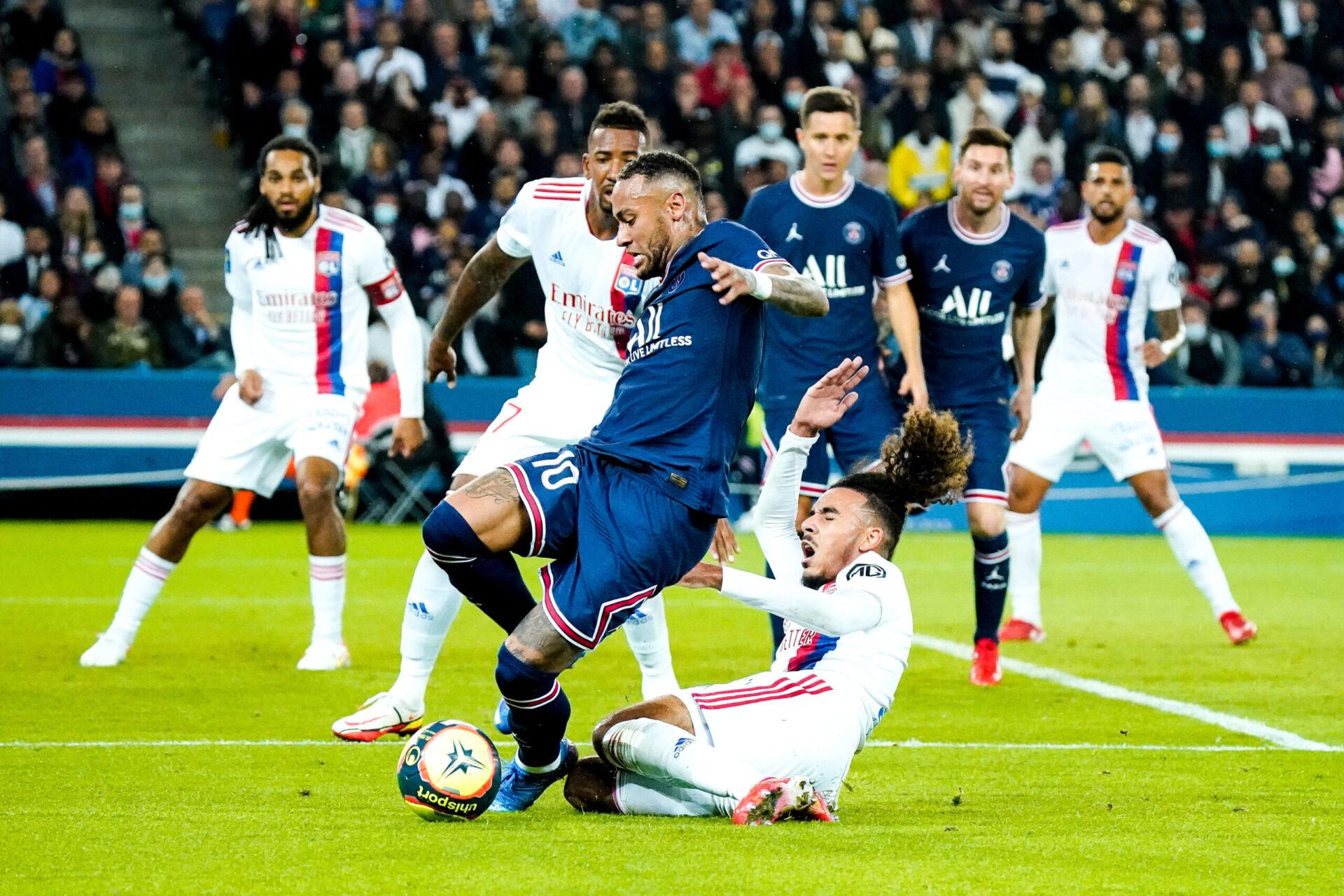 Pour Peter Bosz, il n'y a pas de faute de Malo Gusto sur Neymar (iconsport)