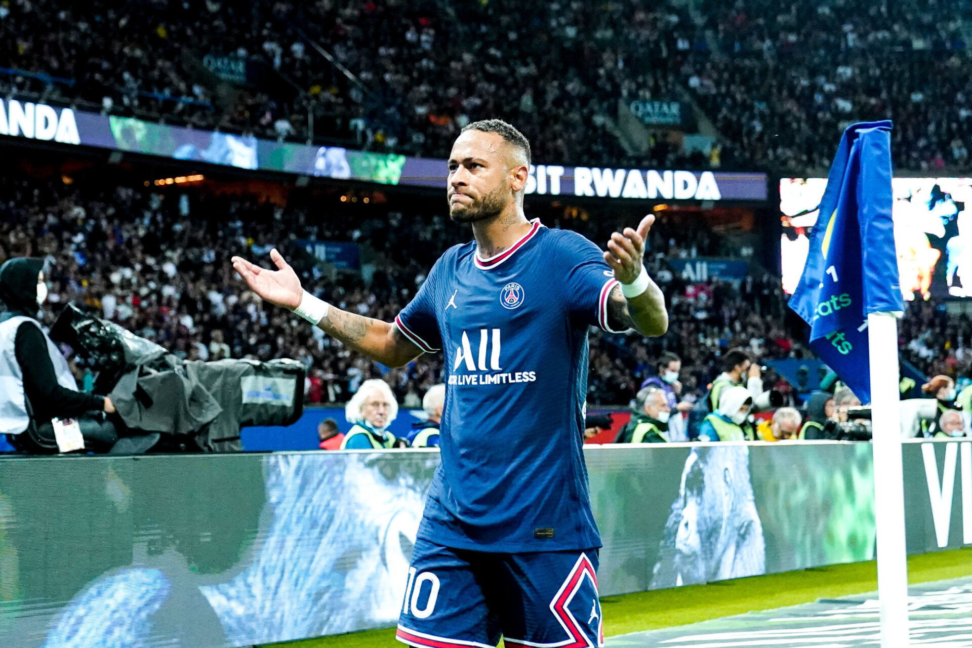 Neymar a égalisé sur penalty pour le PSG. Icon Sport