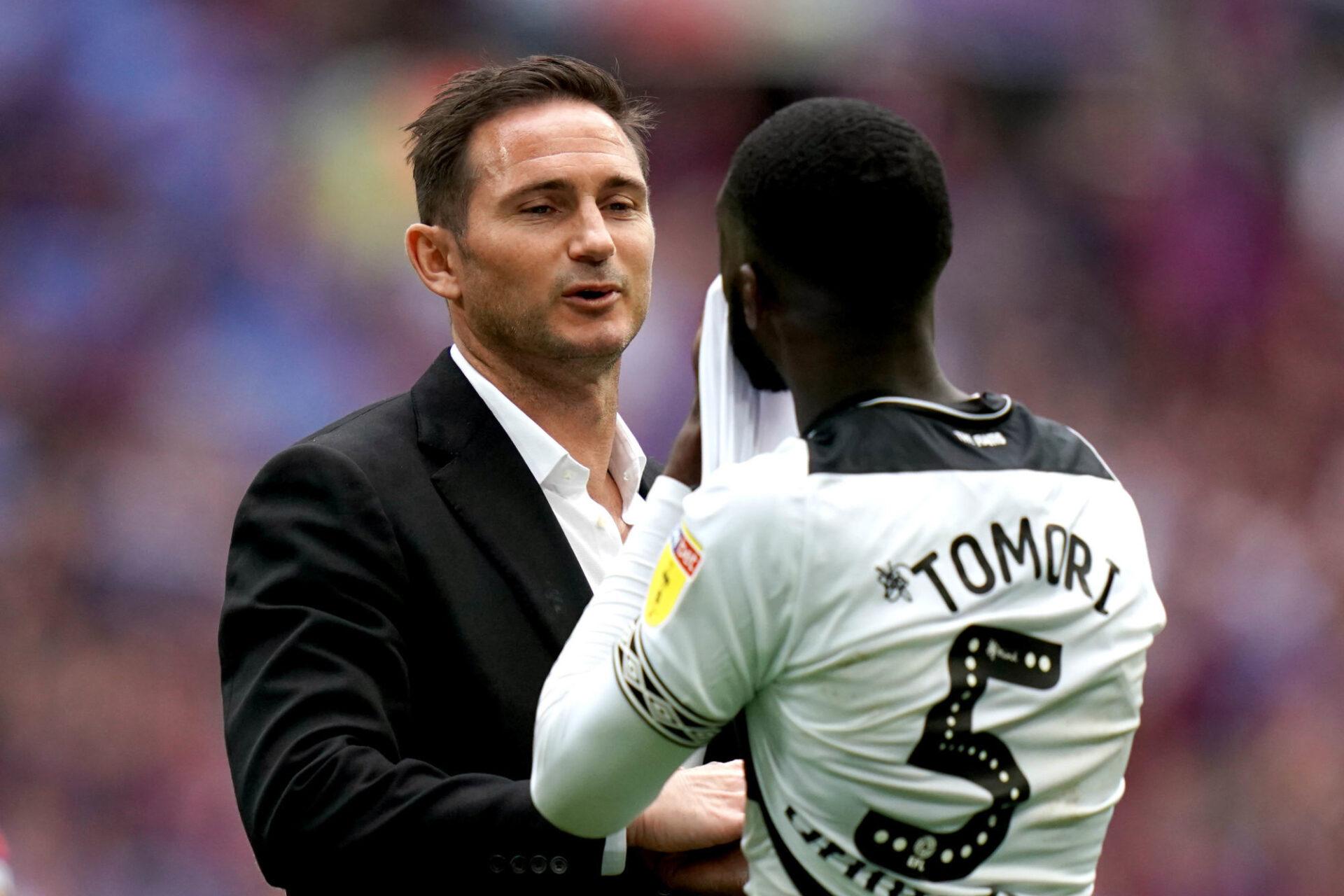 Frank Lampard console Fikayo Tomori, alors prêté par Chelsea, après la finale des play-off d'accession à la Premier League perdue par Derby County en 2019 contre Aston Villa. Icon Sport