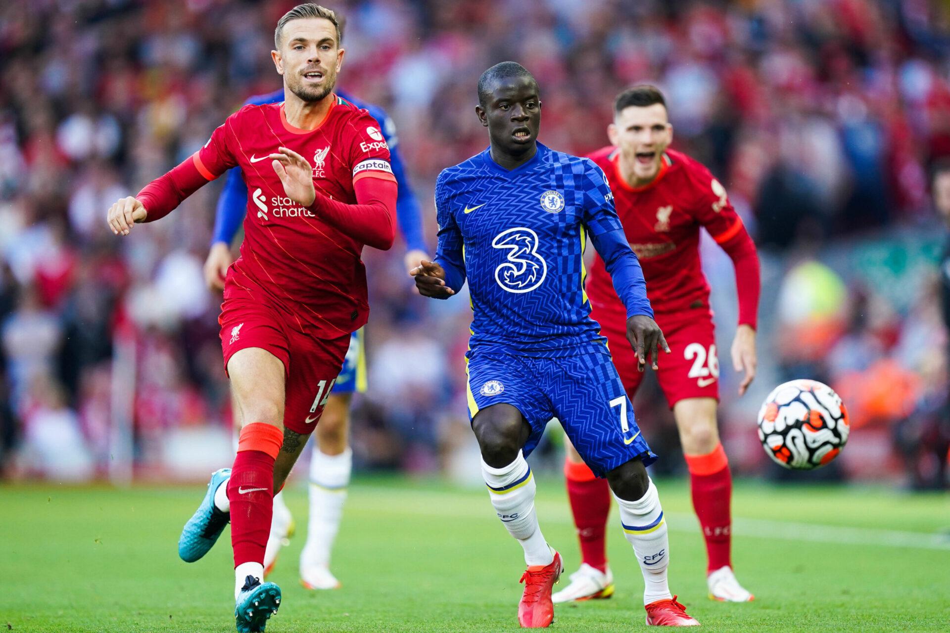 N'Golo Kanté, ici à la lutte avec Jordan Henderson lors de la rencontre entre Liverpool et Chelsea. Icon Sport