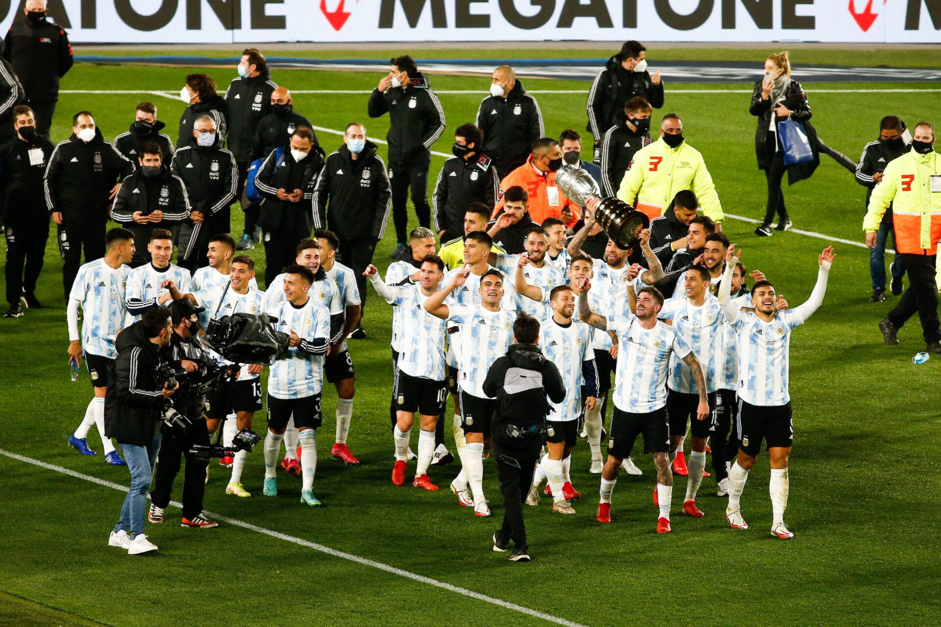 Lionel Messi et l'Argentine ont présenté la Copa América au public du Monumental, à la fin de la rencontre contre la Bolivie. Icon Sport