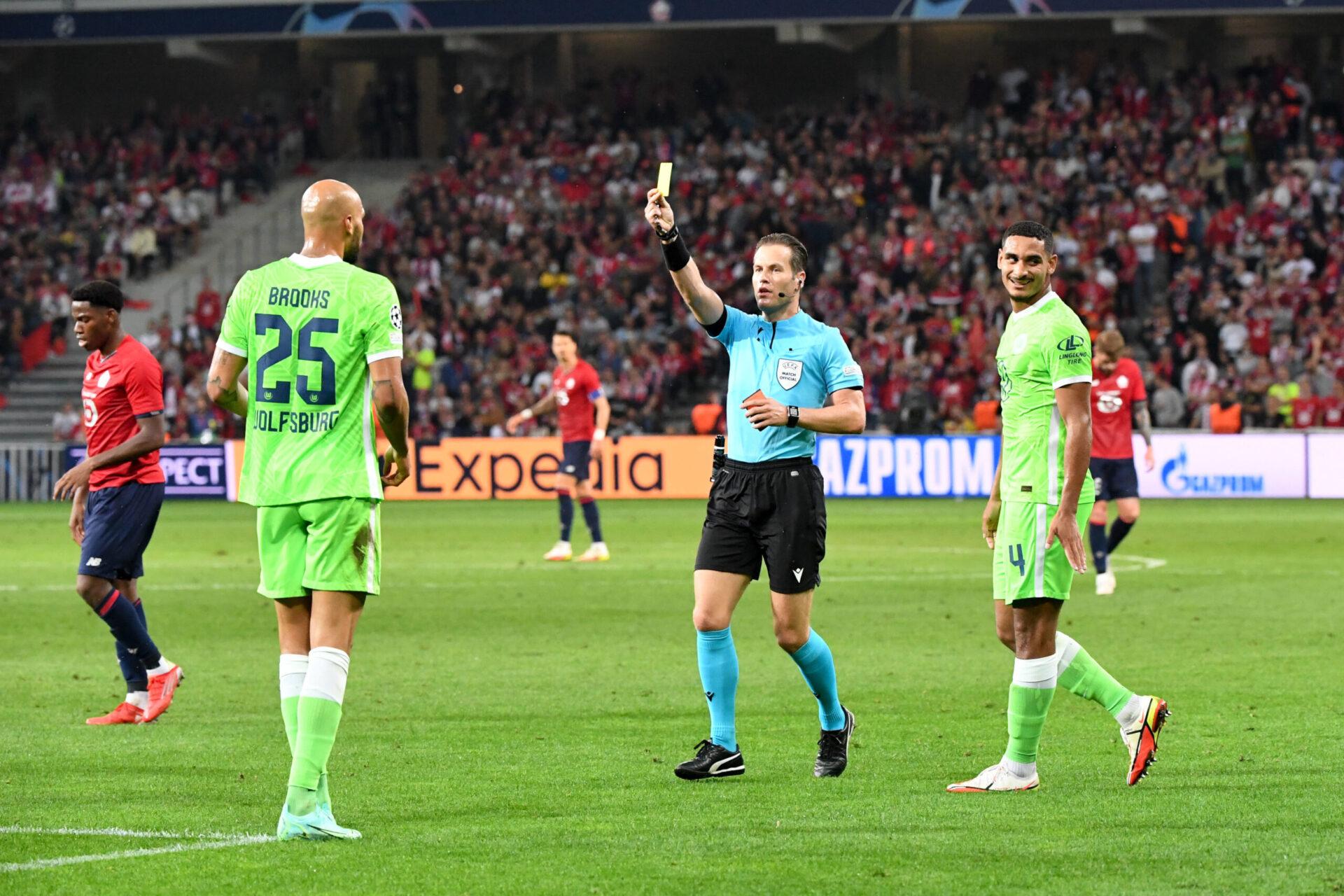 Deux fois averti, John Brooks a abandonné ses coéquipiers à l'heure de jeu à Lille (iconsport)