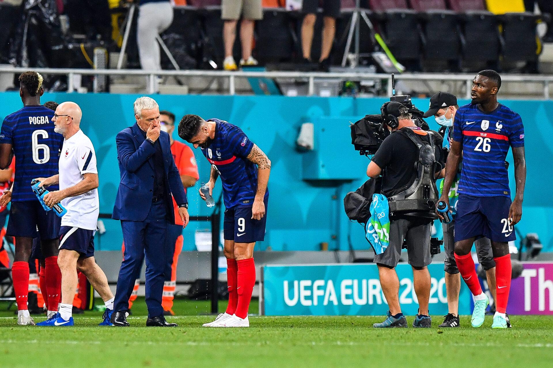 Olivier Giroud prend les consignes de Didier Deschamps lors de l'Euro contre la Suisse. Icon Sport