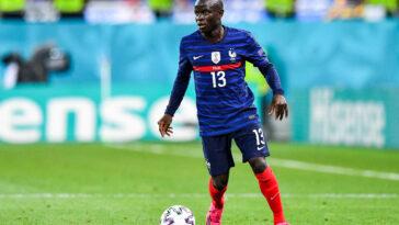 Positif à la COVID, N'Golo Kanté devrait l'important rassemblement des Bleus pour la prochaine Ligue des Nations. Icon Sport