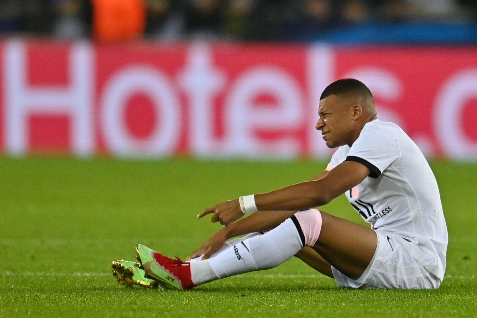 Victime de coups à répétitions contre Bruges, Kylian Mbappé a dû céder sa place à la 51ème minute contre Bruges (iconsport)