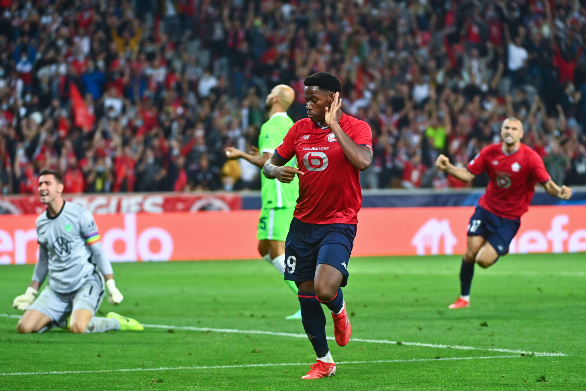 À la 49e minute, Jonathan David croit donner l'avantage à Lille. Le but du Canadien est finalement refusé pour un ballon prétendument sorti en touche (iconsport)