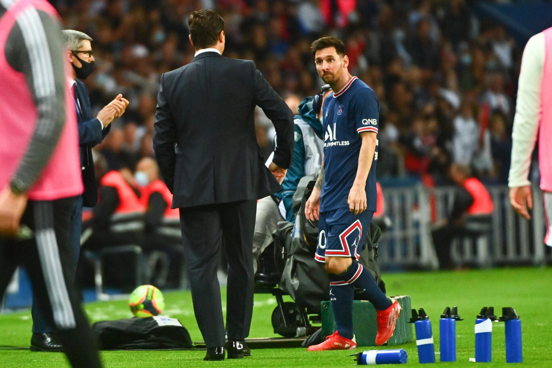 Sorti dans l'incompréhension contre Lyon, Messi a subi une béquille au niveau du genou gauche (iconsport)