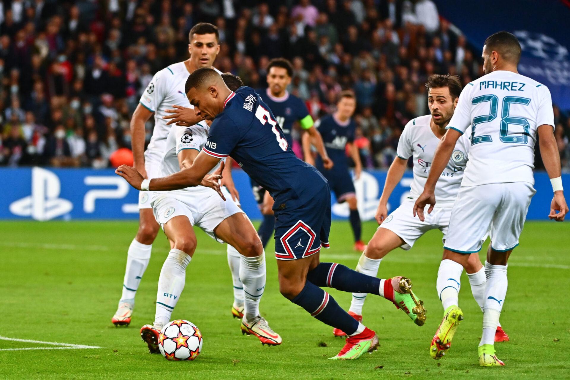 Mbappé s'apprête à centrer pour Marquinhos dans la surface... Le but du 2-0 est passé tout près. Icon Sport