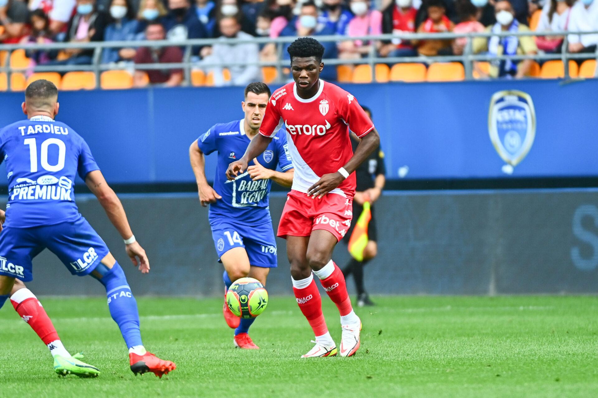 L'AS Monaco et Aurélien Tchouaméni ont remporté leur première victoire sur la pelouse de Troyes, juste avant la trêve internationale. Icon Sport