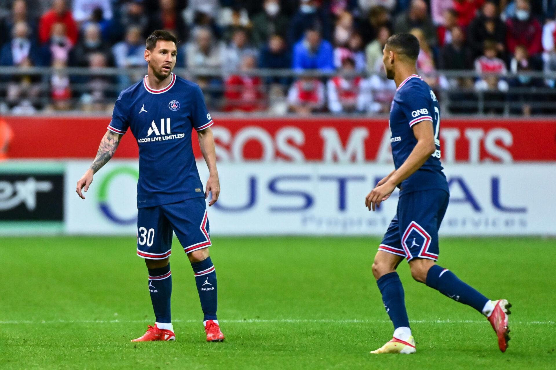 Achraf Hakimi (gauche) impressionné par Lionel Messi (iconsport)
