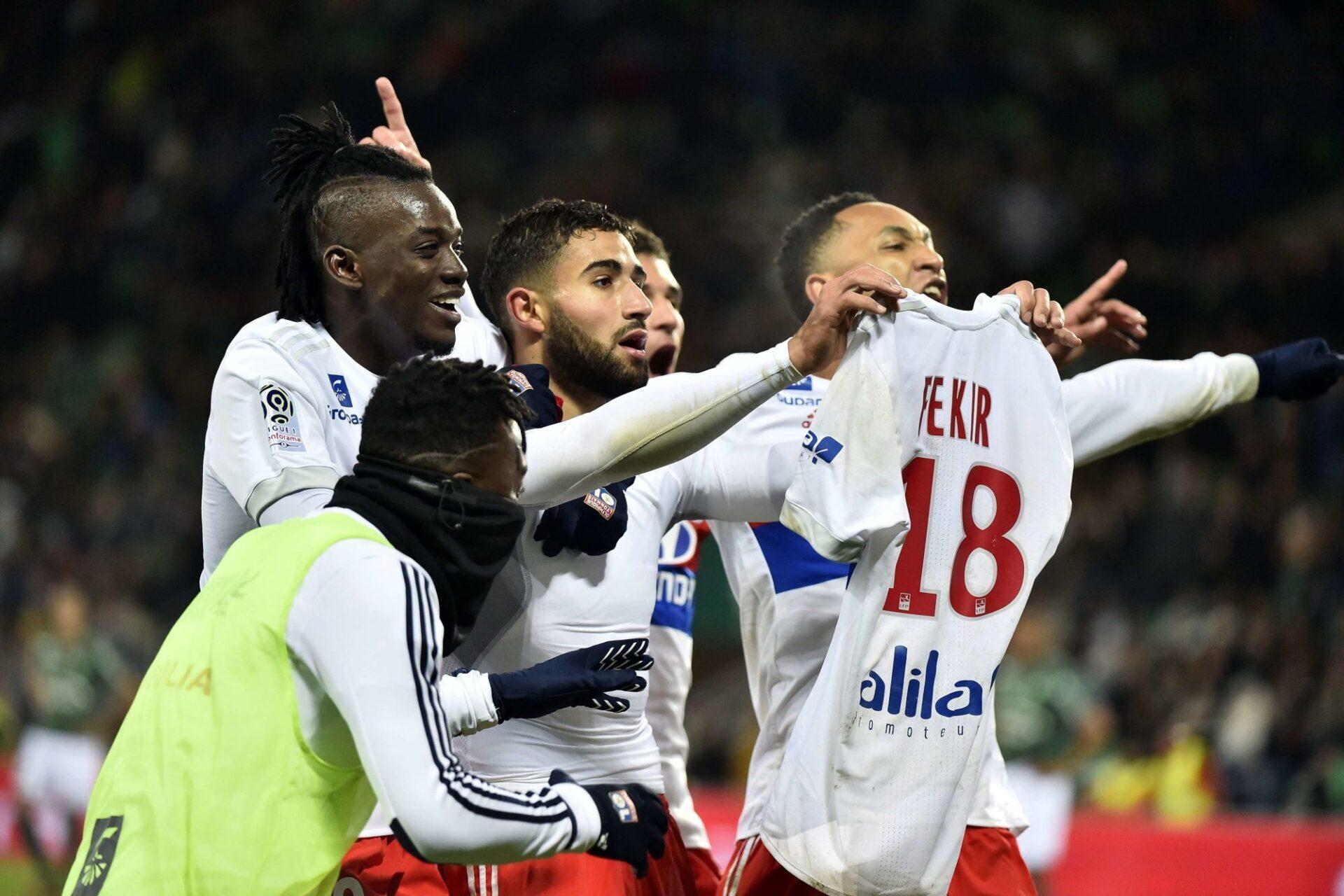 En exhibant son maillot devant une tribune stéphanoise dans le derby de novembre 2017, Nabil Fekir avait entraîné une réponse virulente des supporters de l'ASSE, qui avaient envahi la pelouse. Icon Sport